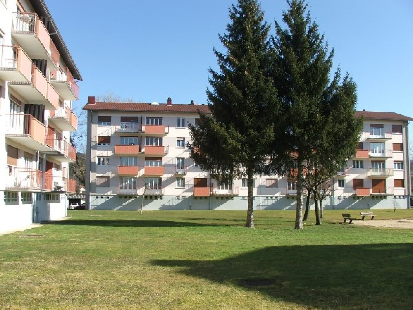 Location appartement f2 de 47 m avec cave et garage rue for Garage ford pontarlier 25300